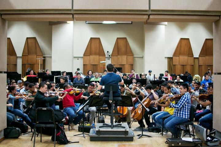 """La obra de scriabin se interpretará con 120 músicos sobre el escenario. """"es perfecta para la bolívar"""" resaltó el director"""