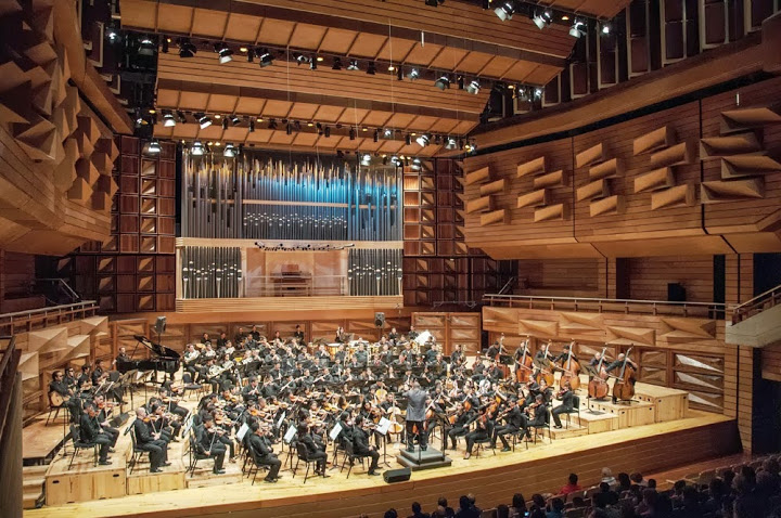 La Orquesta Sinfónica Regional José Tadeo Monagas bajo la dirección de Jorge Velásquez
