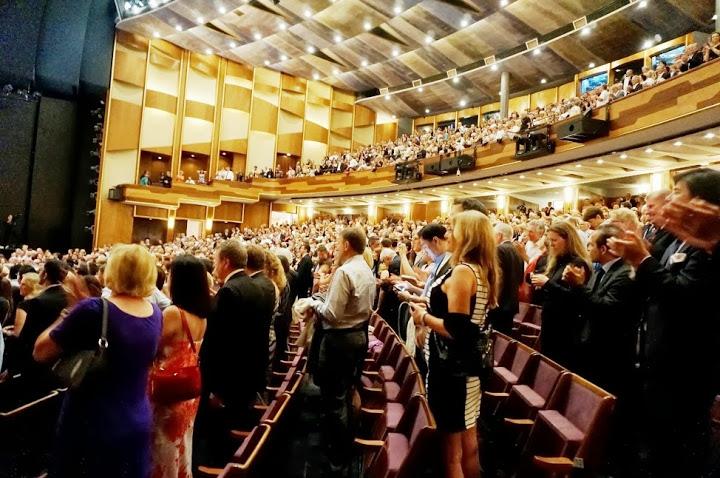 Durante ocho minutos el público de la sala Grosses Festpielhaus ovacionó a los músicos y al fundador de El Sistema, maestro José Antonio Abreu