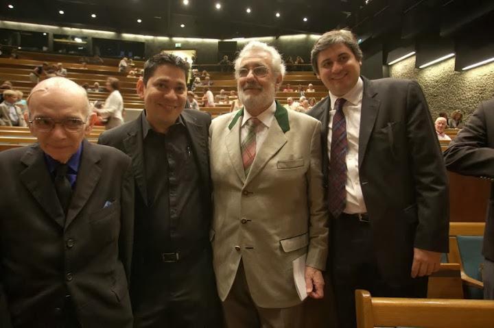 08132013 Giras Jose Antonio Abreu Leonardo Abreu Placido Domingo Y Eduardo Mendez.jpg