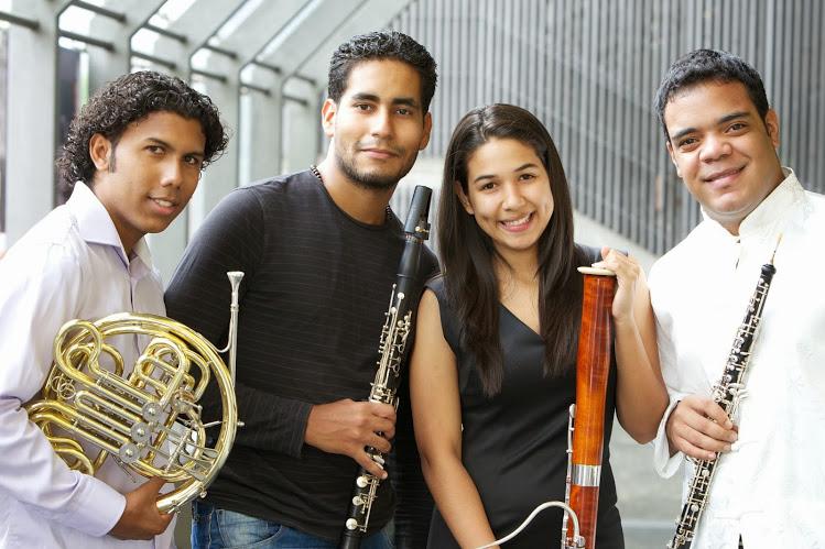 De izquierda a derecha: Carlos Martínez, Karim Somaza, Fabiola Hoyo y John Francois, solistas de la Sinfónica Juvenil de Caracas
