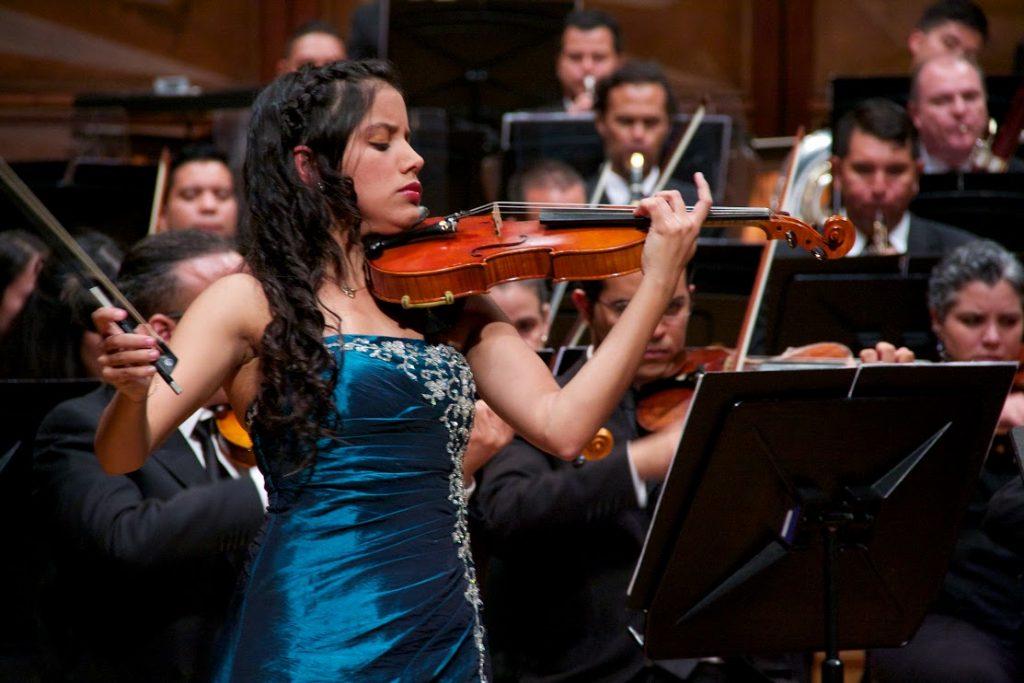 """Lila Vivas: """"Interpretar El Concierto Para Violín De Beethoven Significa Alcanzar La Cima Del Everest"""""""