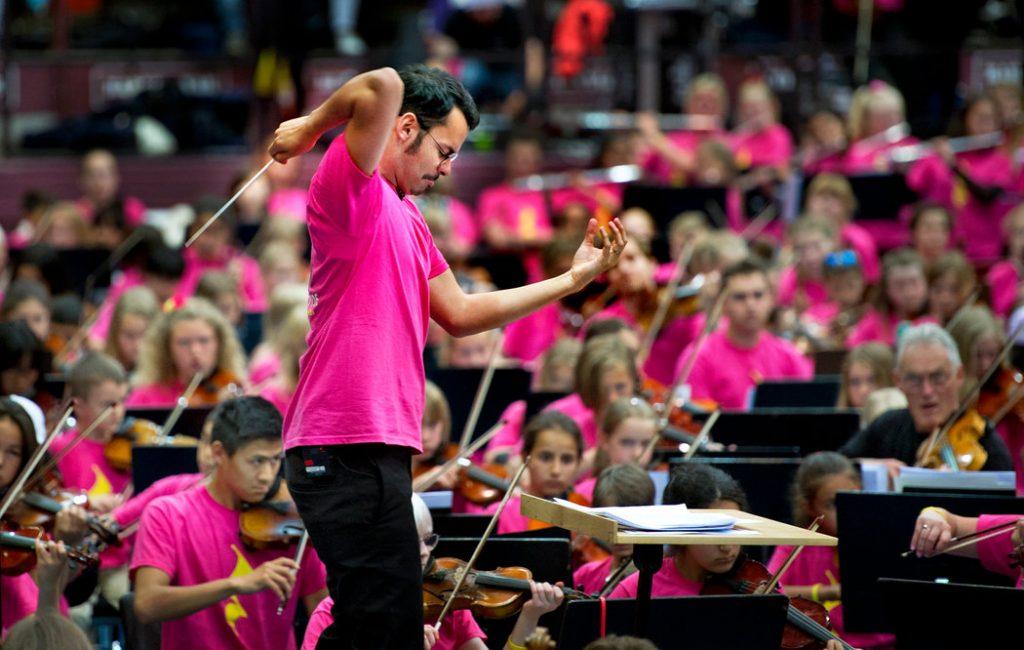 Un Director Venezolano Usa La Música Para Integrar A Jóvenes Refugiados En Suecia