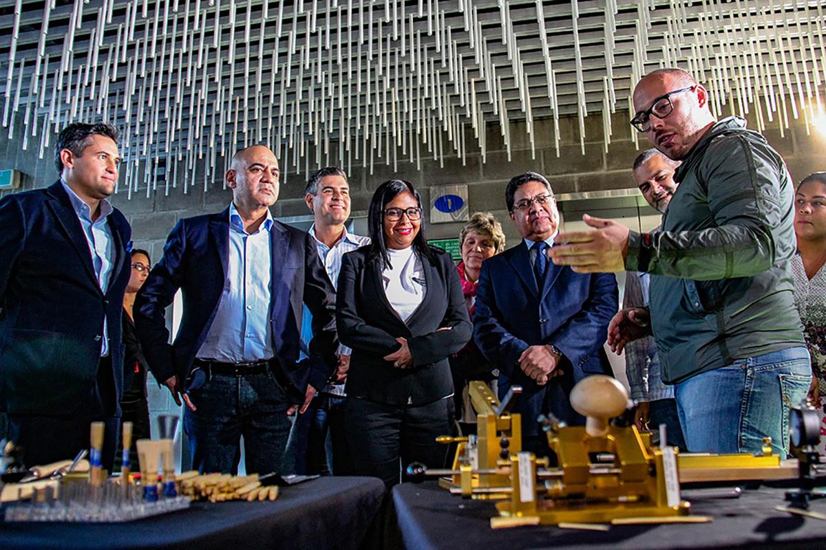 Programa De Lutería De El Sistema Maravilló A Delcy Rodríguez