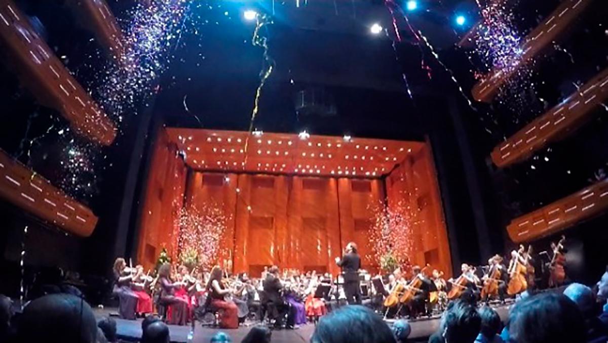 Christian Vásquez Y La Orquesta Real De Dinamarca Dieron La Bienvenida A 2018