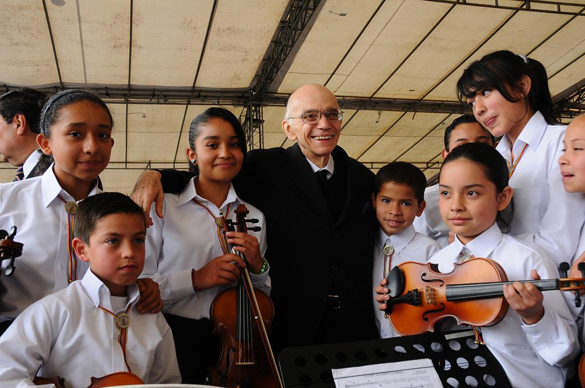 """""""La Enseñanza De La Música Es Una Tarea Crucial De Toda Sociedad"""""""