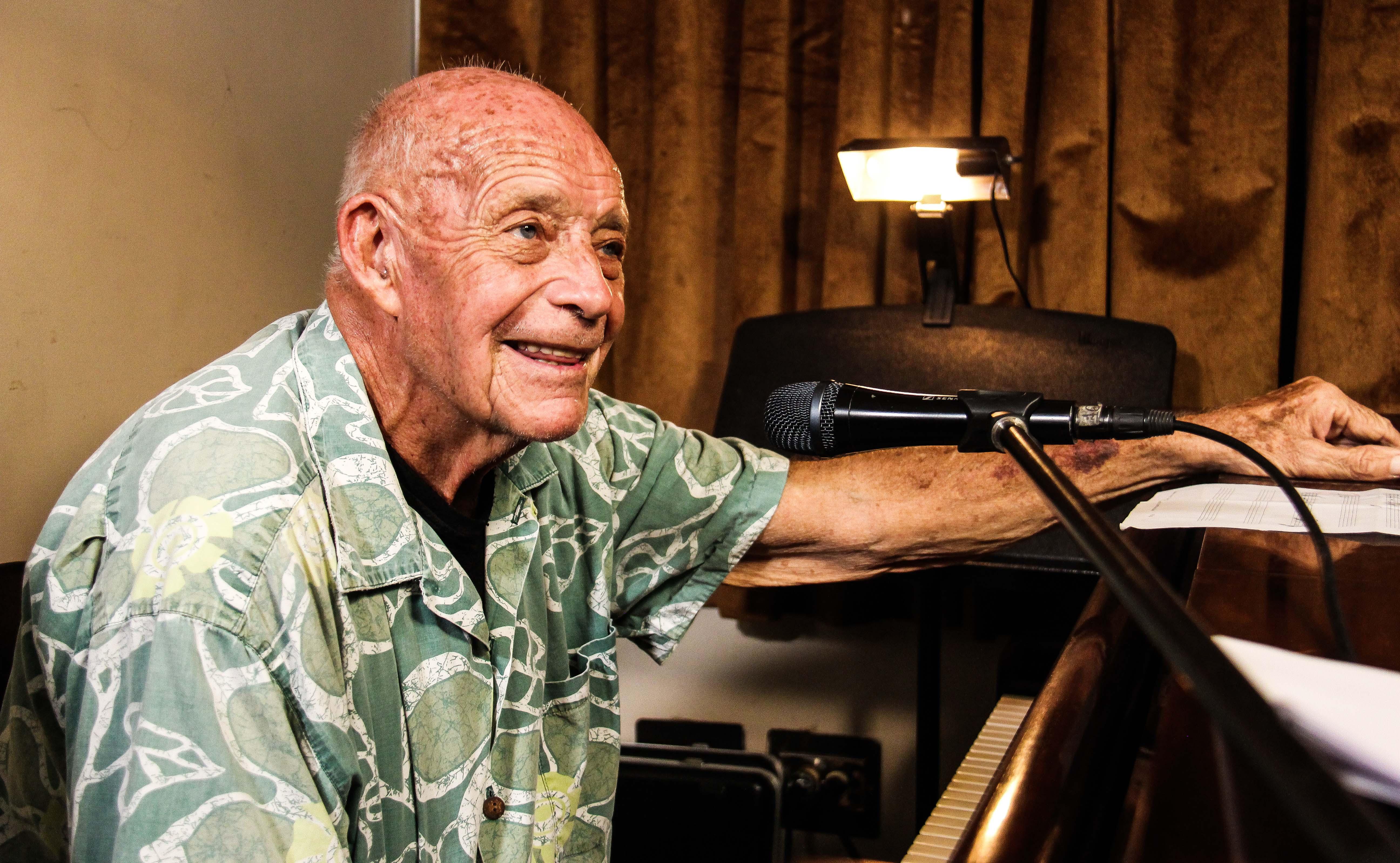 El Maestro Gerry Weil Se Sienta Al Piano Como Un Músico Más De El Sistema