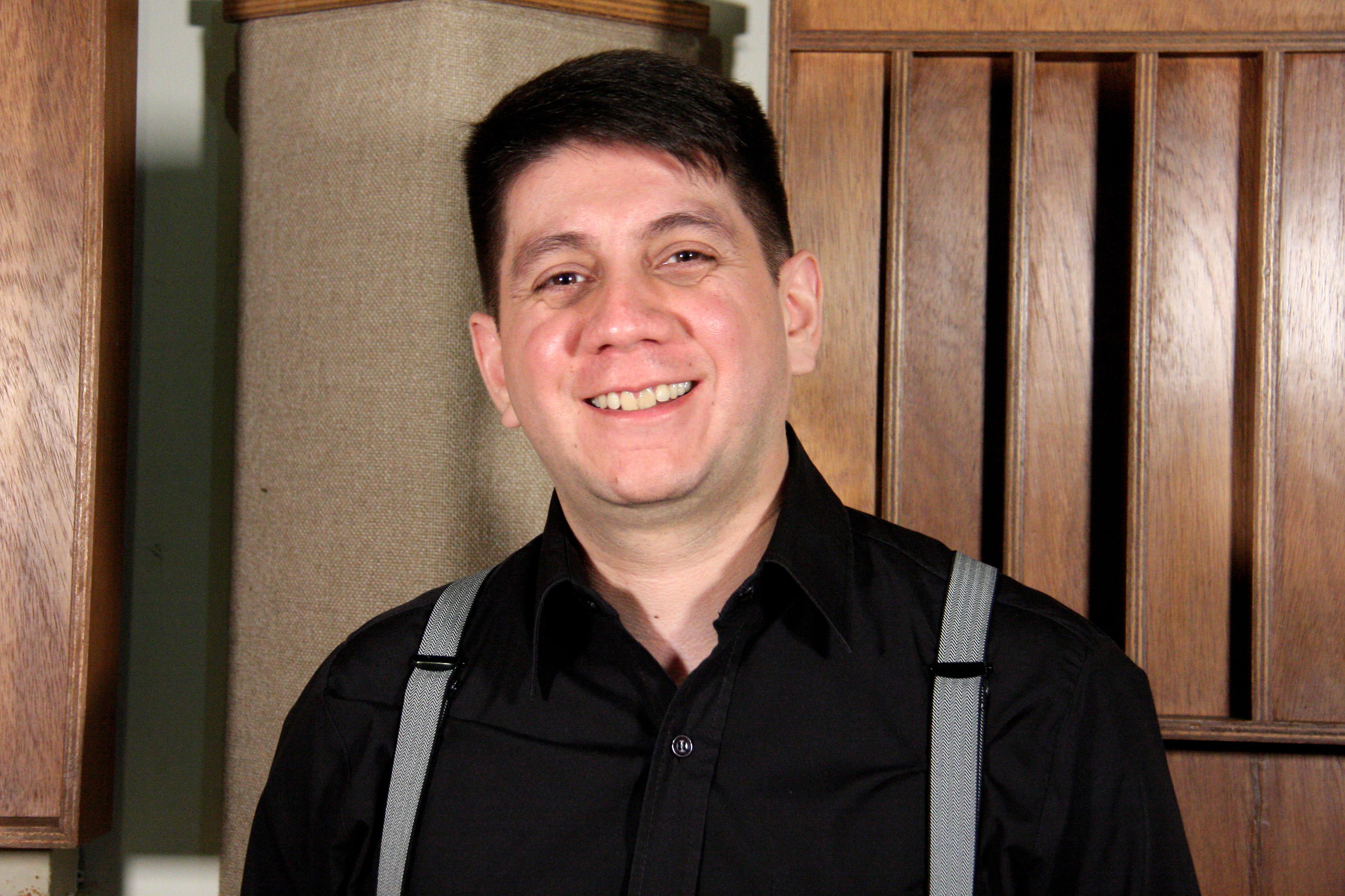 Ronnie Morales Usa Sus Conocimientos Artísticos Para Garantizar La Excelencia Musical