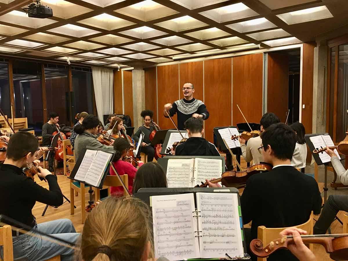 ¡Felicitamos A La Orquesta De Refugiados Por El Premio Ockenden Internacional 2021!