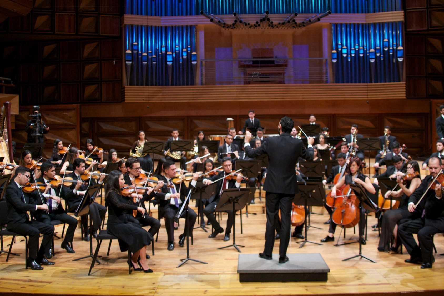 La OSSBV Y La Orquesta Alma Llanera Región Capital Ofrecen Conciertos